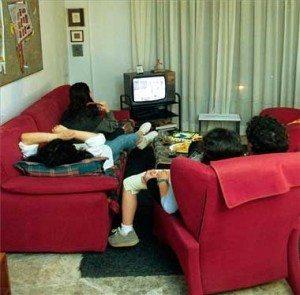 Nos adoctrinan sin que seamos conscientes: la ideología 'progre' que vende la televisión 1