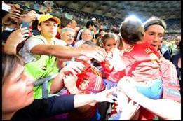 Un aplauso a... La selección Española de fútbol por su celebración en familia 3