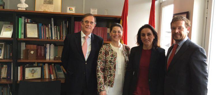 Reunión con Alberto San Juan, director general de Familia y el Menor de la CAM