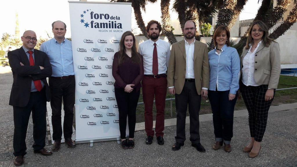 """""""Celebramos que Murcia recitifique y respete los derechos paternos"""" 3"""
